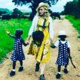 En février 2017, Madonna a adopté les jumelles Estere et Stella (4 ans) au Malawi.