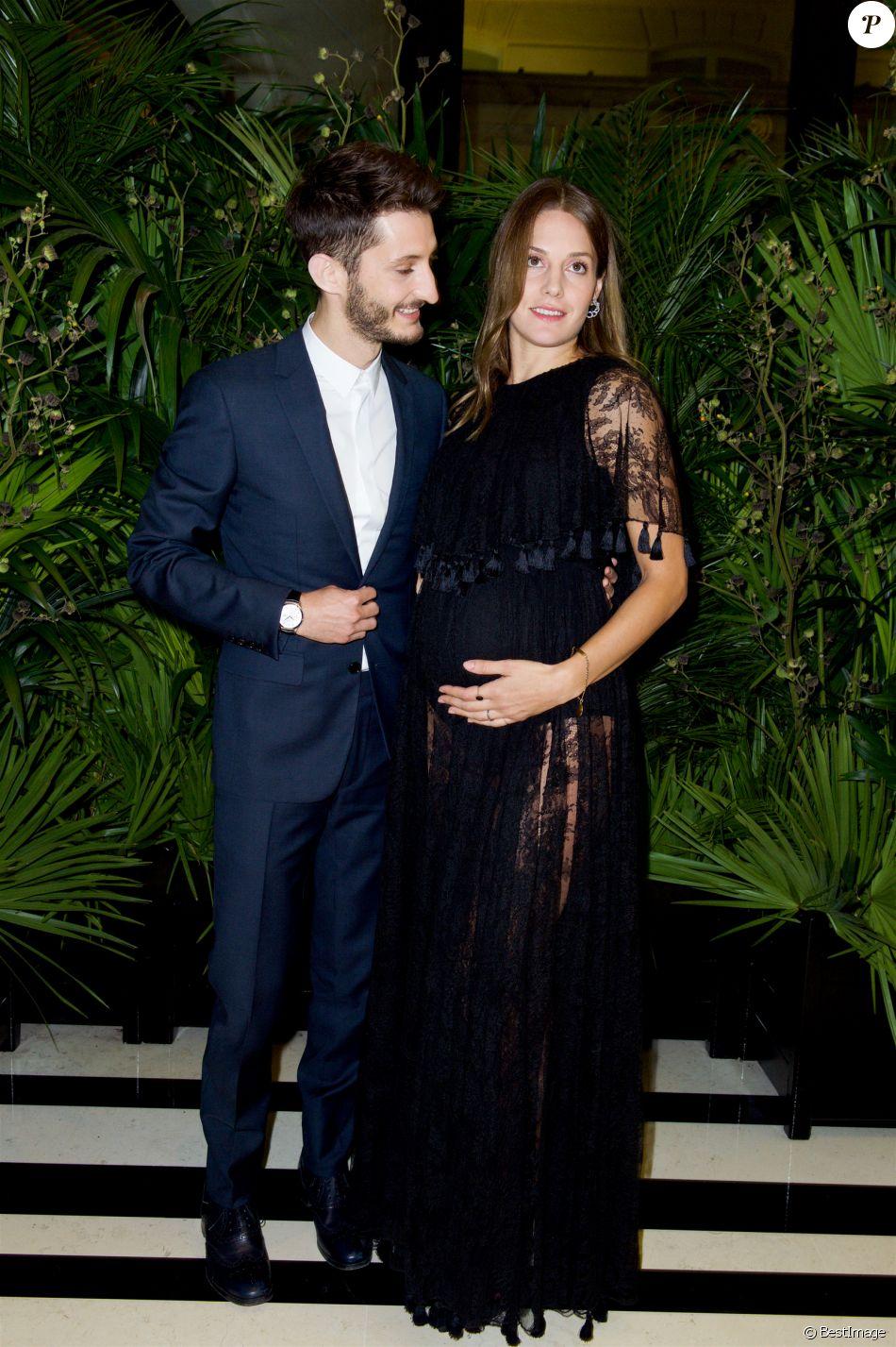 En d cembre 2017 pierre niney et sa compagne natasha andrews sont devenus parents pour la - Pierre niney on n est pas couche ...