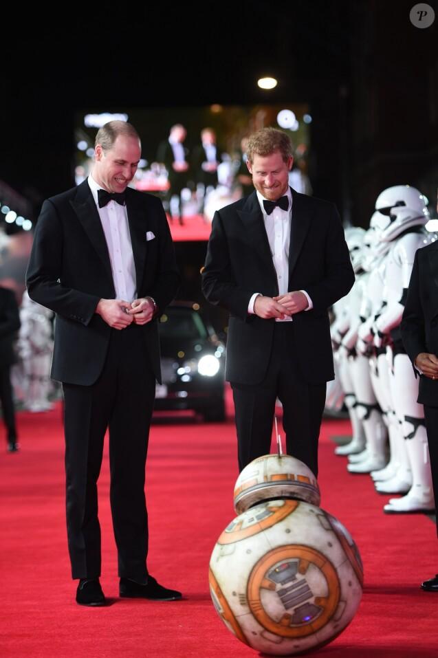 Le prince William, duc de Cambridge et le prince Harry à la premiere de Star Wars, épisode VIII : Les Derniers Jedi au Royal Albert Hall à Londres, le 12 décembre 2017