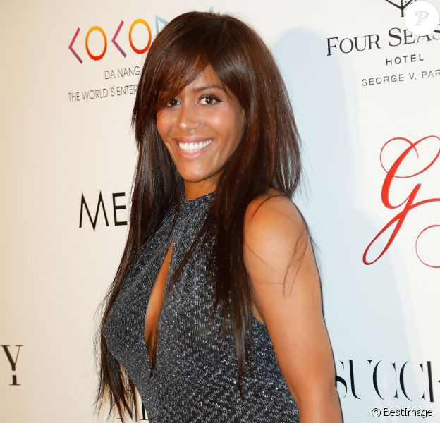 "Amel Bent lors du photocall de la 8ème édition du ""Global Gift Gala"" à l'hôtel Four Seasons George V à Paris, le 16 mai 2017. © Marc Ausset-Lacroix/Bestimage"