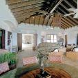 """Les différentes pièces de la sublime villa dans laquelle a été tournée la saison 3 de """"La villa des coeurs brisés"""" (NT1) à Saint-Martin."""