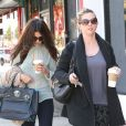 Selena Gomez se promène avec sa mère Mandy à Los Angeles, le 3 octobre 2013.
