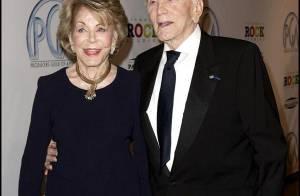 Toute la famille Douglas réunie en hommage au patriarche Kirk... qui fait un one-man-show à 92 ans !