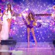 Les cinq finalistes défilent avec Iris Mittenaere (Miss France 2016 et Miss Univers 2016) pour la fête des fleurs - Concours Miss France 2018. Sur TF1, le 16 décembre 2017.