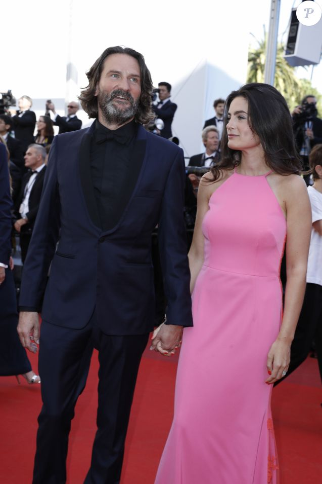 "Frédéric Beigbeder et sa femme Lara Micheli - Montée des marches du film ""120 battements par minute"" lors du 70e Festival International du Film de Cannes. Le 20 mai 2017. © Borde-Jacovides-Moreau/Bestimage"