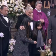 Laeticia Hallyday, Jade et Joy devant le cercueil de Johnny Hallyday à Paris, le 9 décembre 2017.