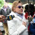 Hillary Clinton, son mari Bill Clinton et Andrew Cuomo (gouverneur de l'Etat de New York) participent à la parade du Memorial Day à Chappaqua, le 29 mai 2017.