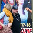 Exclusif - Cameron Diaz et son mari Benji Madden se promènent à Los Angeles, le 25 décembre 2017.