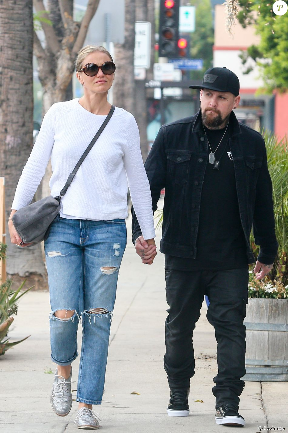exclusif cameron diaz et son mari benji madden se prom nent en amoureux dans les rues de los. Black Bedroom Furniture Sets. Home Design Ideas