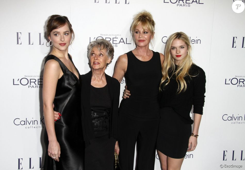 "Melanie Griffith, sa mère Tippi Hedren, et ses filles Dakota Johnson et Stella Banderas - La 22e soirée annuelle ""ELLE Women in Hollywood"" à Beverly Hills, le 19 octobre 2015."