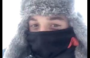 Hugo Clément, loin de la polémique, en pleine traversée du désert... sibérien