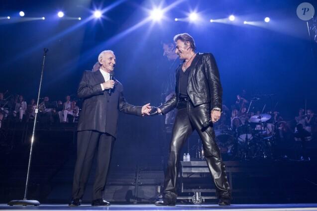 Très ému, il évoque la mort de Johnny Hallyday — Charles Aznavour