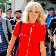 Brigitte Macron (Trogneux) (robe Nicolas Ghesquière pour Louis Vuitton) rejoint son hôtel, le Sheraton, à son arrivée à Salzbourg avec Eveline Steinberger, la femme du chancelier d'Autriche le 23 août 2017.