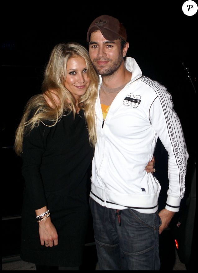 Exclusif - Anna Kournikova et Enrique Iglesias dans les rues de Miami le 18 novembre 2009.