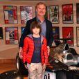 """David Coulthard et son fils Dayton inaugurant l'exposition """"Bugatti de 1923 à 2016"""" aux Terrasses de Fontvieille le 23 décembre 2017. © Jean-Charles Vinaj/Bruno Bebert/Pool Restreint Monaco/Bestimage-Crystal"""