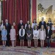 Le roi Felipe VI d'Espagne a remis le 30 janvier 2018, jour de son 50e anniversaire, le collier et les insignes de l'Ordre de la Toison d'or à sa fille aînée et héritière la princesse Leonor des Asturies, 12 ans, au palais royal à Madrid, en présence notamment de la reine Letizia, l'infante Sofia, le roi Juan Carlos Ier et la reine Sofia, l'infante Elena ou encore Paloma Rocasolano et Jesus Ortiz.