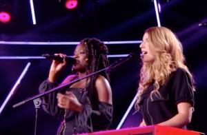 The Voice 7 : Mennel et Hobbs bouleversent, un candidat ovni reprend 'Bécassine'