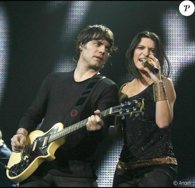 Laura Pausini  et son chéri guitariste en concert à Florence le 14 mars dernier