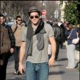 Jake Gyllenhaal avenue Montaigne à Paris lundi 16 mars
