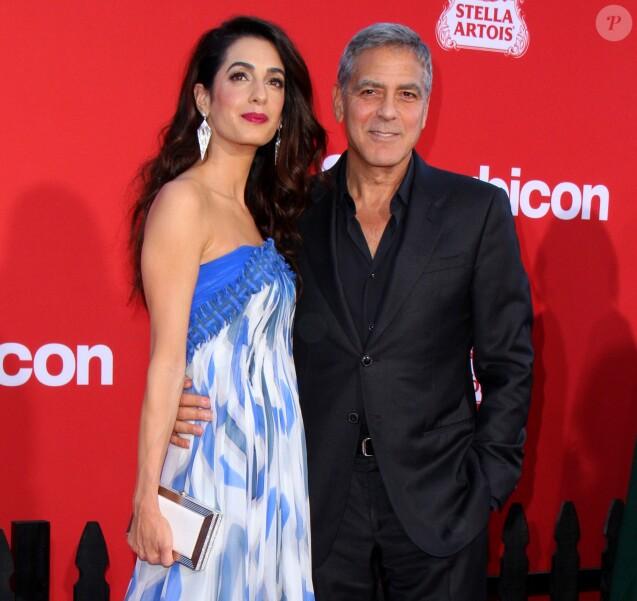 Amal Alamuddin Clooney et son mari George Clooney à la première de 'Suburbicon' au théâtre Regency Village à Westwood, le 22 octobre 2017 © AdMedia via Zuma/Bestimage