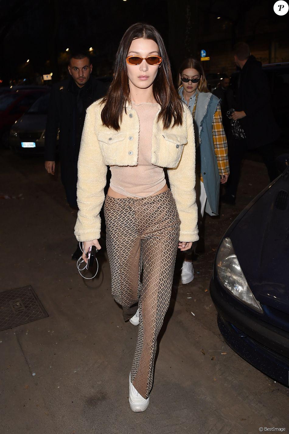 Bella Hadid porte une veste Off White™ co Levi's, un top