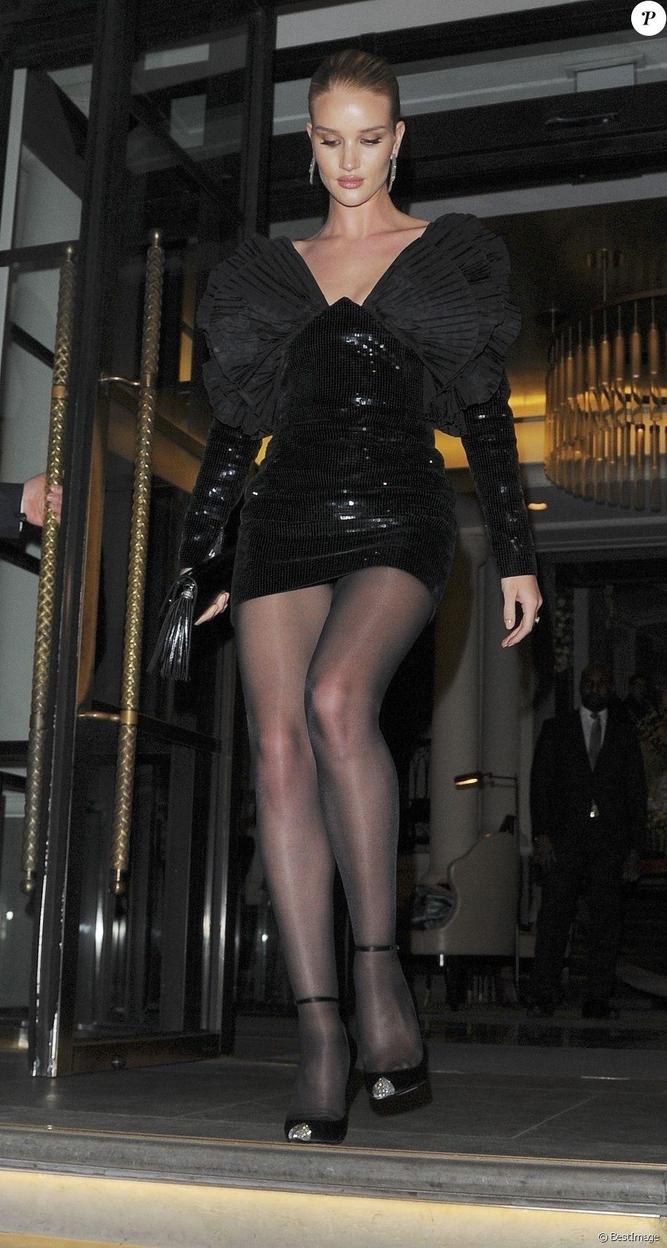 Rosie Huntington Whiteley quitte un hôtel à Londres