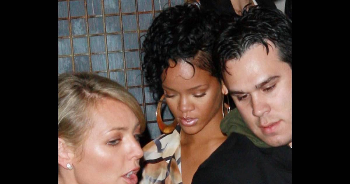 b90b3bb949dfb0 Rihanna, deuxième sortie sans lunettes... mais elle se fait arrêter par la  police, regardez ! - Purepeople