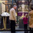 La princesse Victoria de Suède a emmené le 22 février 2018 ses enfants la princesse Estelle et le prince Oscar découvrir à la cathédrale de Stockholm l'exposition Vivat Regina, qui leur a été présentée par le chapelain, Ulf Lindgren. © Cour royale de Suède