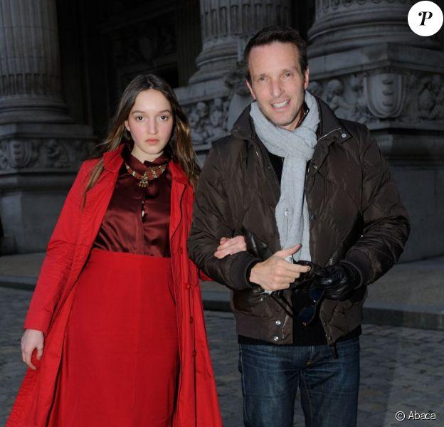 Stéphane Rotenberg au défilé Vanessa Bruno avec sa fille Emma, à Paris, le 1er mars 2013.