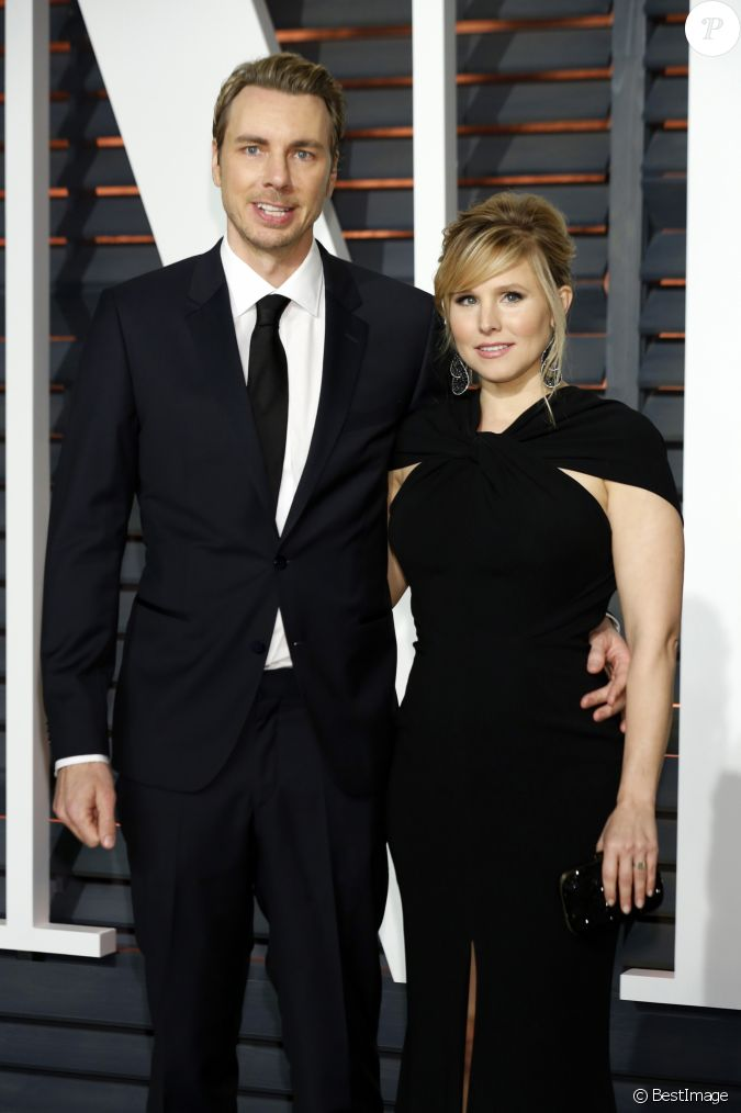dax shepard et sa femme kristen bell la soir e vanity fair oscar party hollywood le 22. Black Bedroom Furniture Sets. Home Design Ideas
