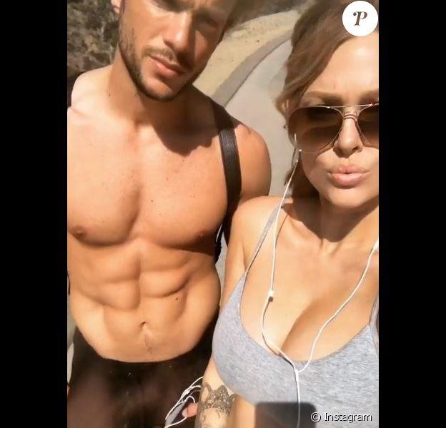 Caroline Receveur affiche son ventre rond sur Instagram le 26 février 2018.