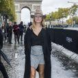 Caroline Receveur au défilé de mode L'Oréal Paris sur l'avenue des Champs-Elysées lors de la fashion week à Paris, le 1er octobre 2017. © Olivier Borde/Bestimage