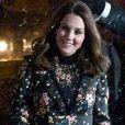 """La duchesse Catherine de Cambridge, enceinte et vêtue d'une robe Orla Kiely, inaugurait le 28 février 2018 l'exposition """"Géants de l'ère victorienne : la naissance de la photographie d'art"""", à la National Portrait Gallery, dont elle assume le patronage, à Londres. Elle en a signé l'avant-propos ainsi qu'un parcours d'oeuvres choisies par ses soins."""