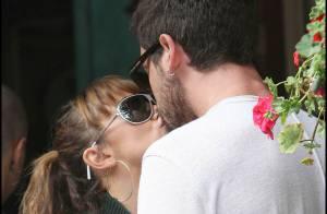 Karina Smirnoff : la très jolie ex de Mario Lopez en plein... câlin avec son nouveau fiancé qu'elle nous présente