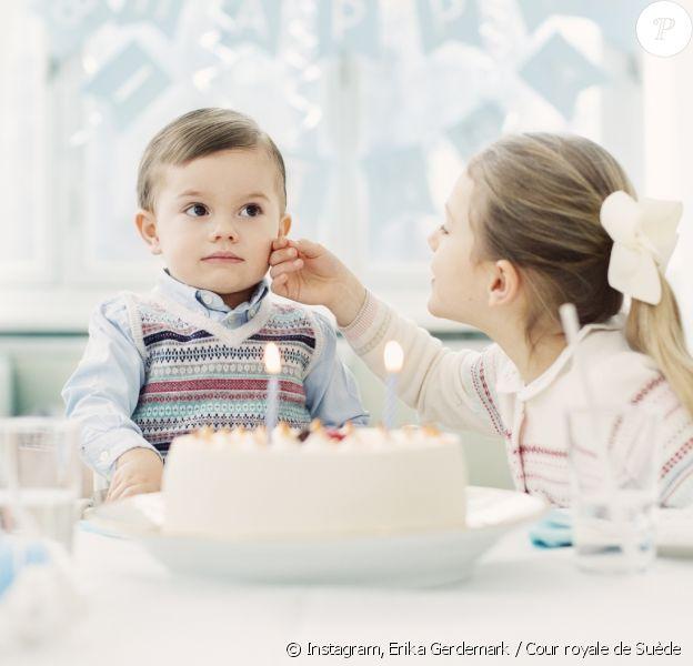 Le prince Oscar de Suède avec sa soeur la princesse Estelle. Deuxième enfant de la princesse Victoria et du prince Daniel de Suède, le jeune prince a fêté le 2 mars 2018 son 2e anniversaire, occasion marquée par la diffusion de trois nouvelles photos officielles. © Erika Gerdemark / Cour royale de Suède
