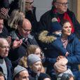 La princesse Victoria de Suède et son fils le prince Oscar le 25 janvier 2018 à Ockelbo lors d'un match de hockey sur glace que disputait le prince Daniel avec son équipe Gen-Pep.