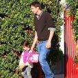 Exclusif - Mila Kunis et son mari Ashton Kutcher se promènent avec leur fille Wyatt Isabelle dans les rues de Los Angeles. Le 26 février 2018