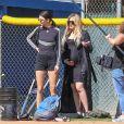 Kendall Jenner participe à un match de softball à Los Angeles, le 6 mars 2018.
