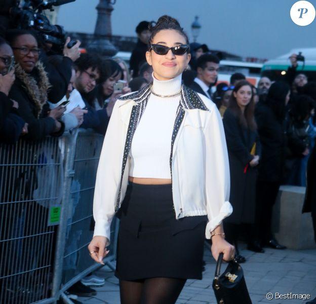 Camélia Jordana assiste au défilé Louis Vuitton au Musée du Louvre, entièrement habillée en Louis Vuitton. Le 6 mars 2018 © CVS / Veeren / Bestimage