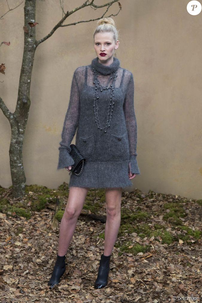Lara Stone assiste au défilé de mode automne-hiver 2018 ...