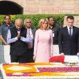 Le président Macron et sa femme Brigitte lors de la cérémonie d'hommage à Gandhi à Raj Ghat, New Delhi le 10 mars 2018.