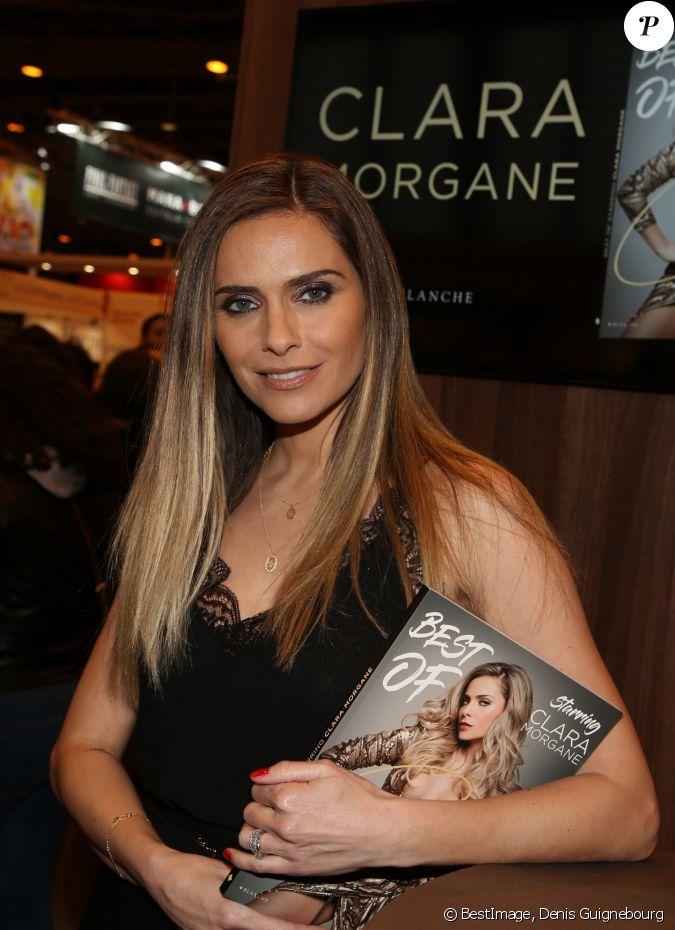 Clara morgane lors du salon du livre de paris le 17 mars for Salon du divorce