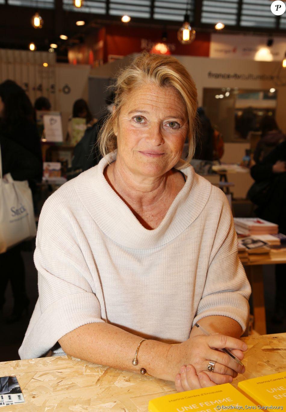 Marina carr re d 39 encausse lors du salon du livre de paris le 17 mars 2018 la porte de - Marina carrere d encausse livre ...