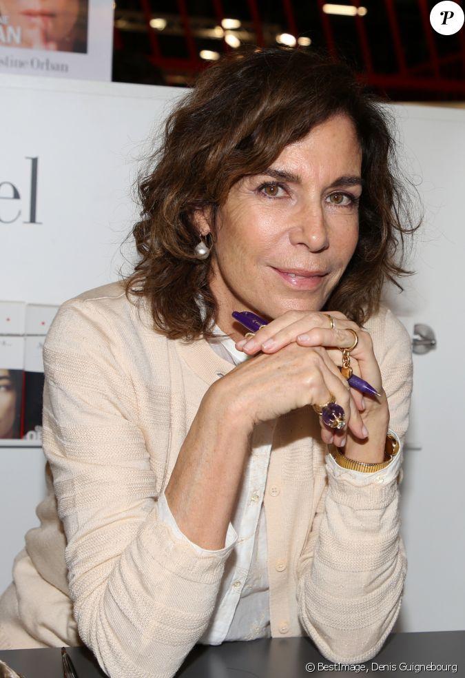 Christine orban lors du salon du livre de paris le 17 mars for Salon du divorce