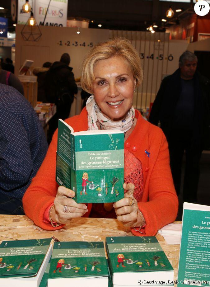 Fabienne amiach lors du salon du livre de paris le 17 mars 2018 la porte de versailles de for Qui est le mari d evelyne dheliat