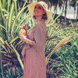 Sylvie Tellier, enceinte de 6 mois, prend la pose avec une robe Diane Von Furstenberg. Mars 2018.