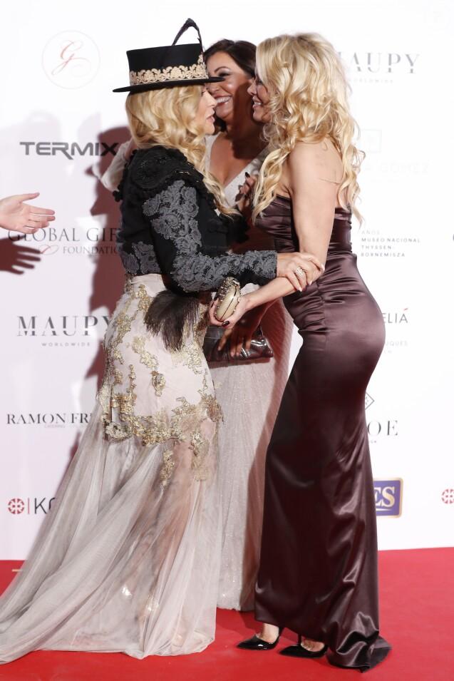 Anastacia, Maria Bravo et Pamela Anderson assistent au Global Gift Gala Madrid au musée Thyssen à Madrid en Espagne, le 22 mars 2018.
