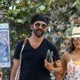 Exclusif - Eva Longoria très enceinte se balade avec son mari José Baston sur une plage à Miami, le 26 mars 2018.