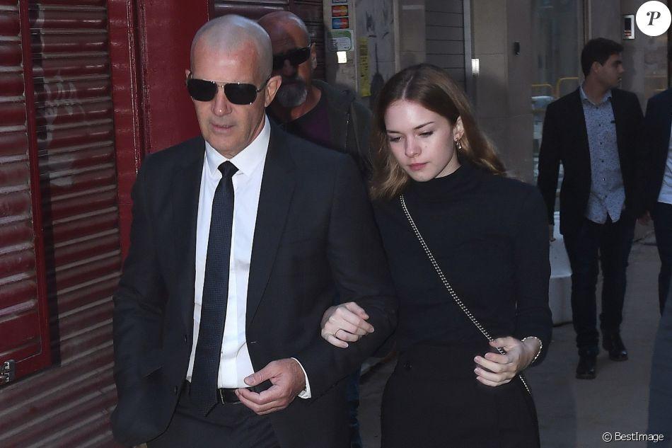 Antonio Banderas et sa fille Stella - La famille et les amis d'A. Banderas arrivent aux funérailles d'Ana Banderas Galledo à Malaga, le 5 novembre 2017.