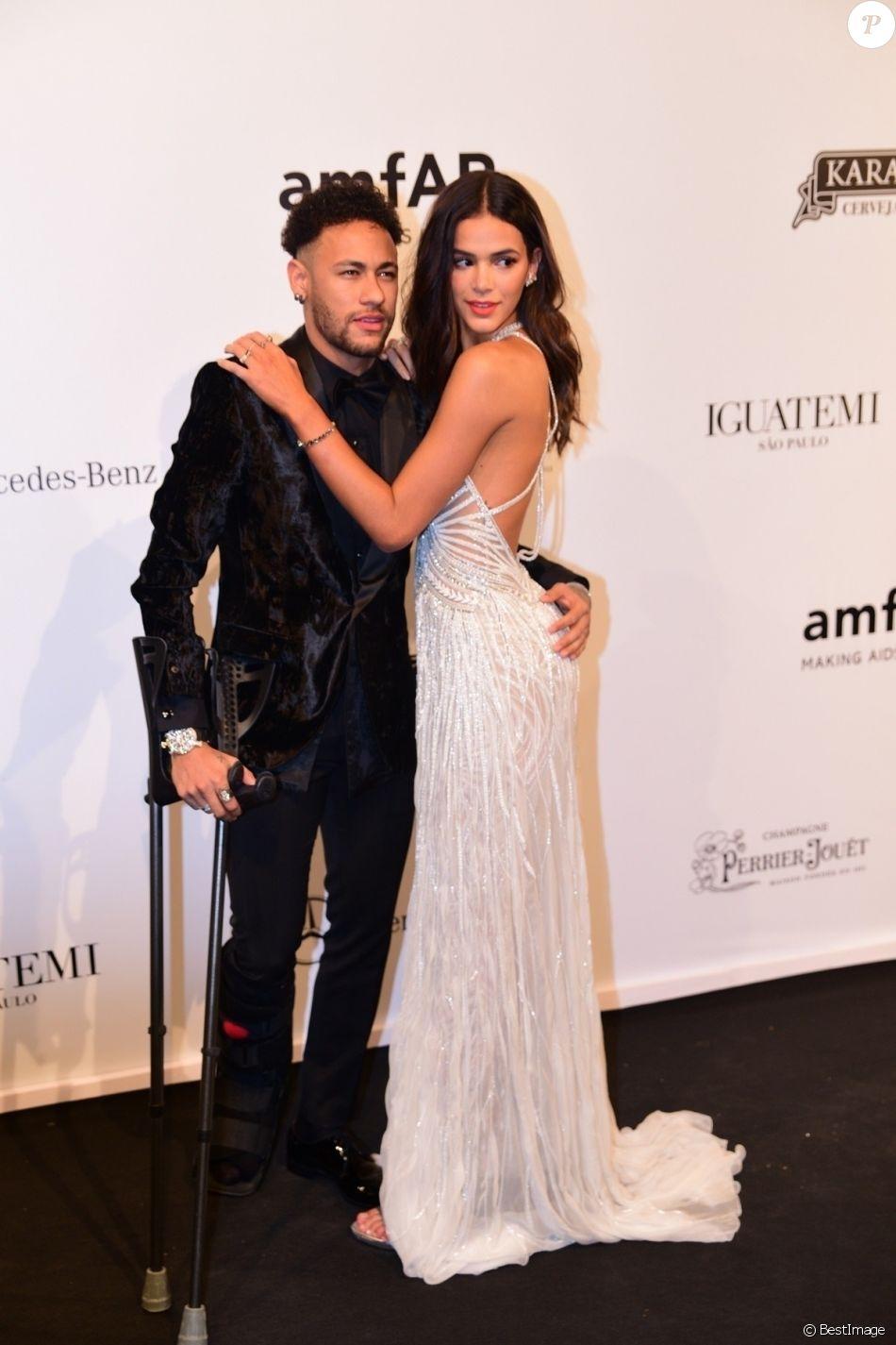 Neymar Jr Et Sa Compagne Bruna Marquezine Lors Du Gala De L Amfar A Sao Pulo Au Bresil Le 13 Avril 2018 Purepeople